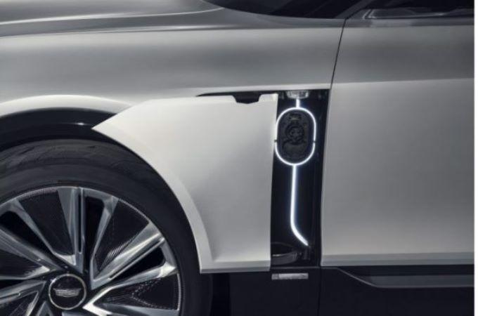 Cadillac Lyriq,электрический кроссовер