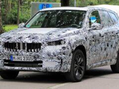 На дорогах ФРГ заметили прототип обновлённого кроссовера BMW X1 2022