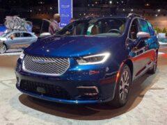 Опубликованы цены на минивэн Chrysler Pacifica 2021 модельного года