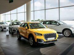 Продажи автомобилей в России упали в январе-августе