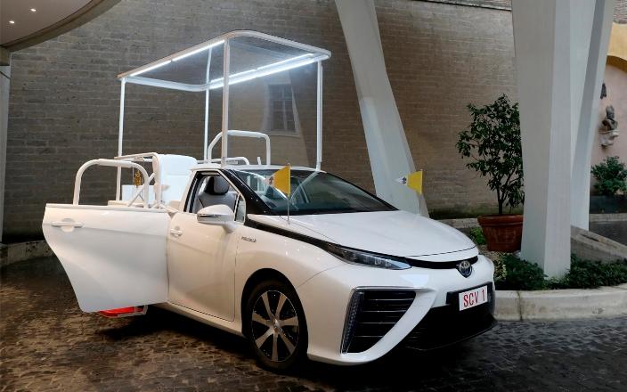 Toyota Mirai, водородный папамобиль