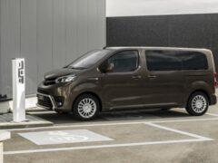 Toyota представила грузопассажирскую версию электровэна ProAce Verso