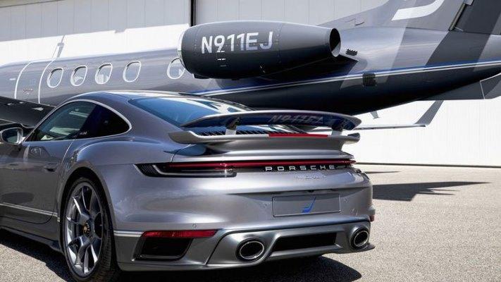 Porsche 911 Turbo S и Embraer Phenom 300E