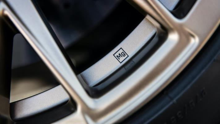 Cadillac Blackwing, колесные диска из магниевого сплава