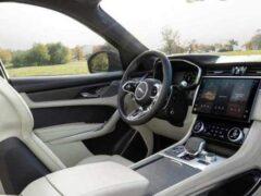 Jaguar представил обновленный кроссовер F-Pace SVR