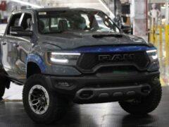 Первый серийный Ram 1500 TRX 2021 выставят на торги