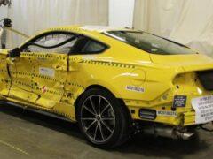 Два разбитых Ford Mustang можно купить по цене пары iPhone