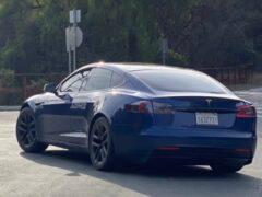Прототип Tesla Model S с новым дизайном засняли в США