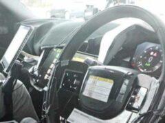 В Сети появились первые фото интерьера нового Range Rover