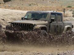 Владелец внедорожника Jeep Gladiator лишился гарантии за езду по бездорожью