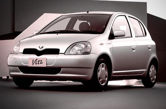 Toyota Vitz 2000 года