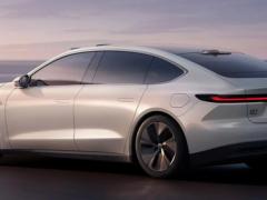 Китайская NIO представила электромобиль ET7 с запасом хода в 1000 км