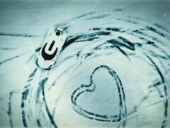 Гиперкар Koenigsegg Regera «нарисовал» сердце на снегу