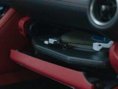 Lexus представил особую версию IS Wax Edition с проигрывателем