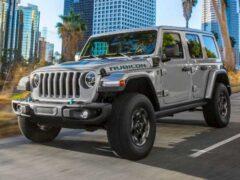 Jeep установит на внедорожных трассах зарядные станции для гибридных Wrangler