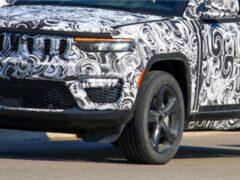 Появились фото прототипа пятиместной версии Jeep Grand Cherokee