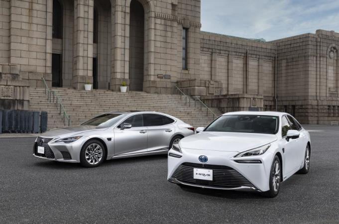 Toyota Mirai и Lexus LS