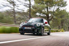 Mini анонсировала новый автомобиль John Cooper Works для России