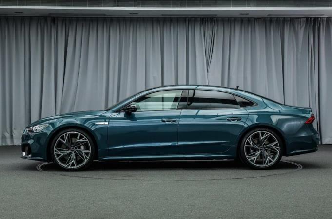 Audi A7L, седан, 2021 модельный год