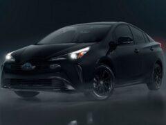 Toyota представила «темную» версию хэтчбека Prius