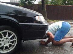 Лужа под автомобилем: что течет и чем это опасно