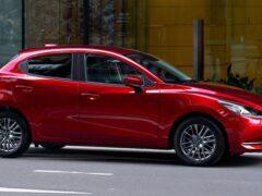 Хэтчбек Mazda2 обновился и стал еще экономичнее