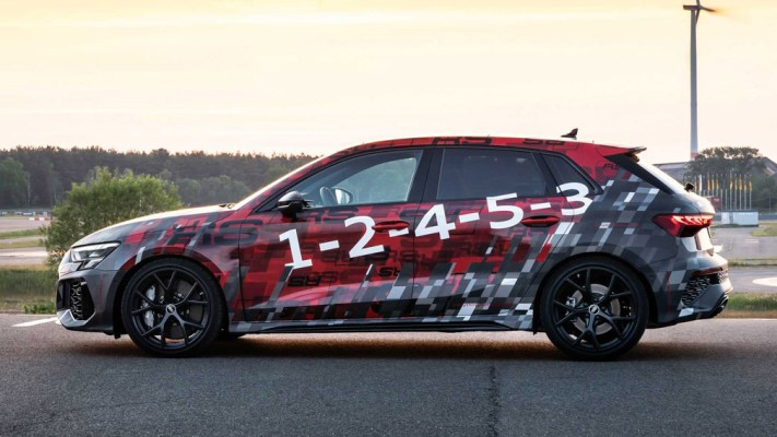 Audi RS3 2022 года, спортивный