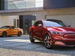 Ford производит больше электрических Mustang Mach-E, чем бензиновых